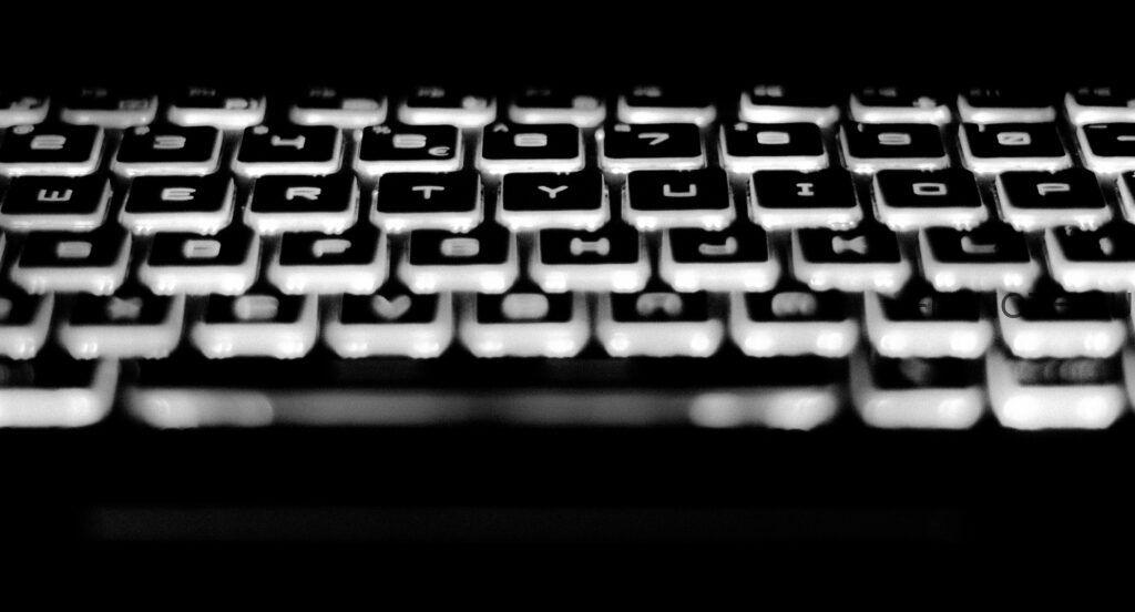alphabet black and white blur 920631 1024x552 - Горячие клавиши Windows 10, которые полезно знать