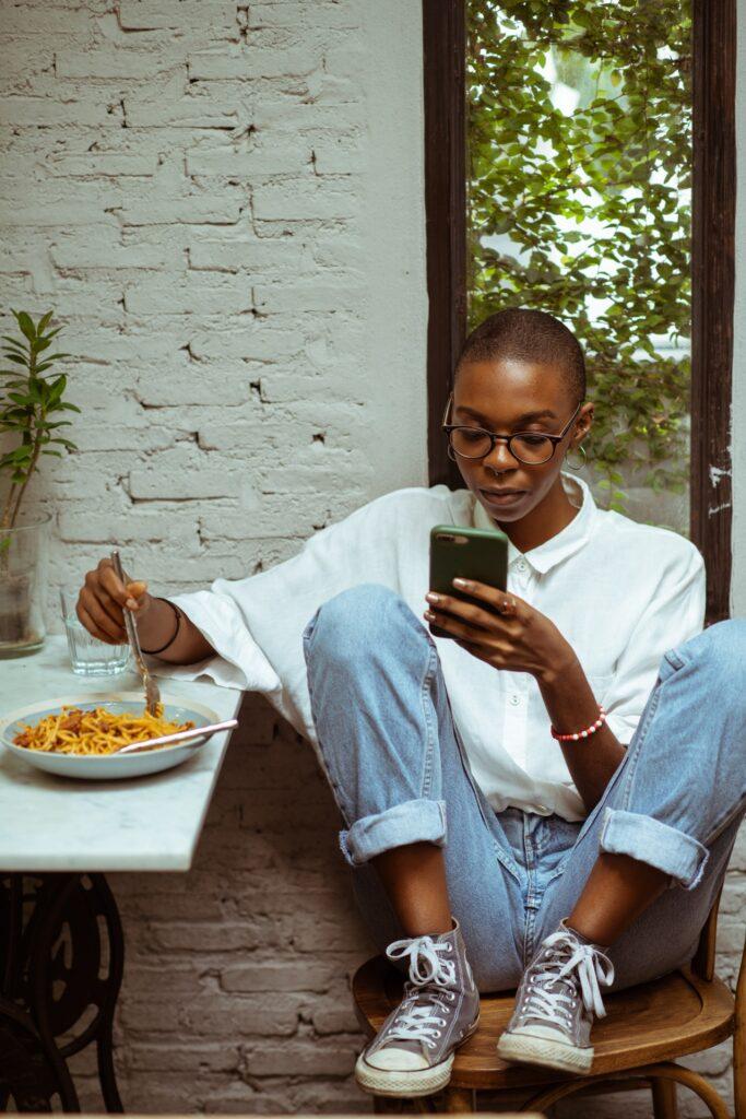 ubiyanto 4353620 683x1024 - 12 причин, почему вы должны использовать SMS как канал бизнес-услуг