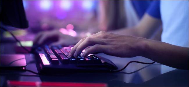 gaming keyboard1 1 - Как отобразить встроенный счетчик FPS Steam в компьютерных играх