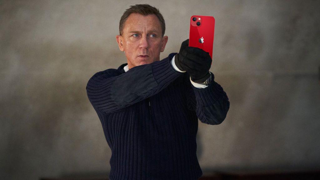 """krD5XonfvH4EP2tBBJZpTR 1024 801 - Все телефоны Джеймса Бонда, которые он когда-либо использовал в фильмах, вплоть до """"Не время умирать"""""""